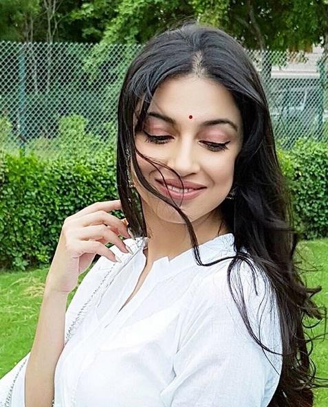 Divya Khosla Kumar sanam re